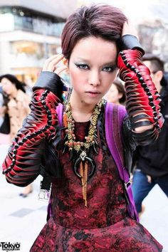 Hirari ikeda. Harajuku- duuuude.... that necklace!