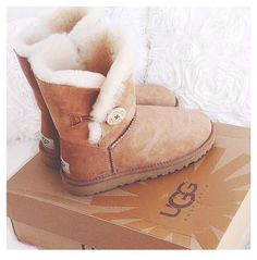 www.justshoppingw... Check our selection UGG articles in our shop!