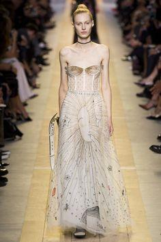 #ChristianDior  #fashion   #Koshchenets  Christian Dior Spring 2017 Ready-to-Wear Collection Photos - Vogue