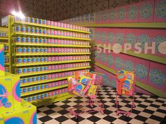 Pop Up Shop Design / Retail Design / Semi Permanent Retail Fixtures / VM / Retail DisplayPop up shop MAC at Selfridges