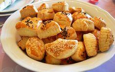 Az Malzemeli Tuzlu Kurabiye Tarifi - Tarif Defteri Turkish Recipes, Ethnic Recipes, Snack Recipes, Snacks, Pretzel Bites, Food Art, Muffin, Food And Drink, Chips