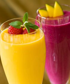 Fresh fruit smoothies and juices are an easy summer treat #freshweek www.greennutrilabs.com