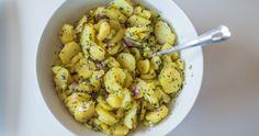 Kyslý šalát bez majonézy pripravovali naše babičky. Jednoduchý, efektívny ačasto podceňovaný šalát vás prekvapí svojou intenzívnou apodmaniv Cauliflower, Side Dishes, Good Food, Vegetables, Kitchen, Recipes, Cooking, Cauliflowers, Kitchens