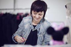 """Asia Wysoczyńska w trakcie pracy nad projektem dla """"Minnie - Ikona stylu"""" Copyright ©Disney"""