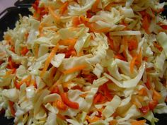 Kıyma Turşusu Malzemeler: 1 adet lahana yarım kilo havuç yarım kilo kırmızı biber 1 baş sarımsak 2 çorba kaşığı limon tuzu tuz Biraz kereviz yaprakları (isterseniz) Yapılışı: Lahananın dış yaprakları alınır ve yıkanır. Lahanayı önce 5-6 ya bölün sonra 3-4... Mince Meat, Turkish Recipes, Winter Food, Pavlova, Pickles, Cabbage, Pasta, Health Fitness, Food And Drink