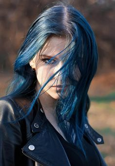 He could barely tell that underneath the blue hair that blew before her face, was a smirk. Girls Characters, Female Characters, Twisted Hair, Daughter Of Smoke And Bone, Corte Y Color, Female Character Inspiration, Rainbow Hair, Models, Dyed Hair