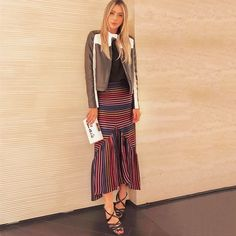 Lais Rasera usando sandália Nara na cor preta