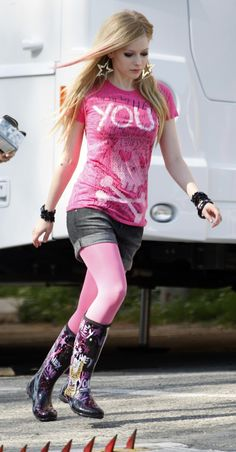 """Avril Lavigne... Ruth after taking """"You'd never wear pink"""" as a challenge. Owen, what have you done?!?!"""