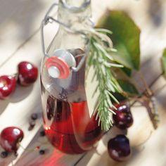 Der fruchtige Essig passt zu sommerlichen Gemüsesalaten und zu Blattsalaten, aber auch zum Verfeinern von Saucen oder Kohlgemüse.
