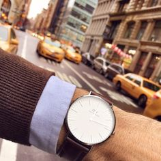 The fourth and final stop for the #DWTreasureHunt is New York City tomorrow. We'll be giving away three watches in the central parts of Manhattan at 10AM local time. We will post a photo from the exact location at that time. See you tomorrow, NYC! #DWMOAM(photo via @marcdolli)