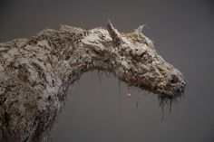 Beautiful work sculptures Nicola Hicks (UK) - born Animals are her primary subject matter, usually sculpted in straw and plaster. Plaster Sculpture, Paper Mache Sculpture, Lion Sculpture, Plaster Art, Abstract Sculpture, Art Nouveau, Antony Gormley, Royal College Of Art, Animal Masks