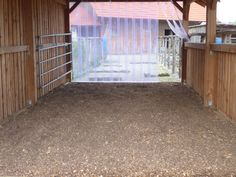 Stall und Unterstand - Paddock Trail Offenstall Stuber Paddock Trail, Horse Paddock, Horse Stalls, Horse Barns, Horses, Dream Stables, Ranch, Pony, Equestrian