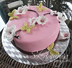 Mother's Day Cake.   Pink & flowers. by Sokerimuruja.
