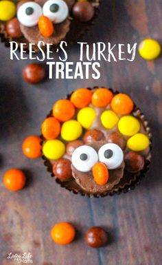 A tutorial on how to make these super cute Reese's turkey treats. They are the perfect treat to make on Thanksgiving Day while making your little ones happy. Your family will love these peanut butter chocolate treats.#Thanksgiving #turkey #chocolate #dessert #kidssnacks #LivingLifeasMoms Easy Holiday Desserts, Holiday Cookie Recipes, Holiday Cakes, Thanksgiving Treats, Thanksgiving Turkey, Thanksgiving Activities, Fall Treats, Holiday Treats, Yummy Snacks
