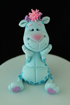 Gum paste giraffe by Andrea's SweetCakes, via Flickr.  Isn't this the cutest thing you have ever seen?