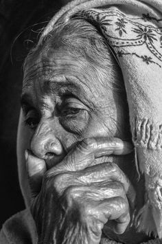 Old Man Portrait, Foto Portrait, Pencil Portrait, Portrait Art, Emotional Photography, Face Photography, Black And White Portraits, Black And White Photography, Smithsonian Photo Contest