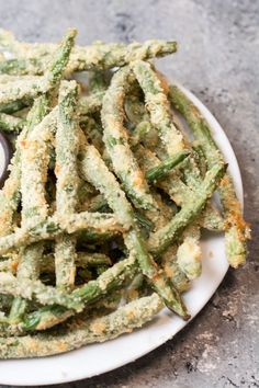 Try these low carb Crispy Green Bean Fries perfect for a game day snack! You can make these keto fries in the oven or air fryer! Crispy Green Beans, Fried Green Beans, Zucchini Pommes, Zucchini Fries, Low Carb Recipes, Cooking Recipes, Cooking Tips, Bacon, Game Day Snacks