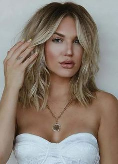 Fantastic Medium Blonde Haircuts for Women in 2020 | Voguetypes Blonde Hair Cuts Medium, Haircuts For Medium Hair, Blonde Haircuts, Girl Haircuts, Hairstyles Haircuts, Medium Hair Styles, Cool Hairstyles, Long Hair Styles, Latest Haircuts
