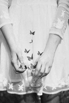 Free as a Butterfly Butterfly Effect, Butterfly Kisses, Butterfly Art, Butterfly Wallpaper, Instagram Inspiration, Give Me Butterflies, Foto Art, Flyer, Belle Photo
