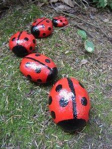 Snel een keer proberen// have to try it soon! Garden Decor Lady Bug Rocks!