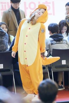 TWICE - Dahyun thats my pose when I see my crush ☺im weird that's another reason why I like twice Nayeon, Kpop Girl Groups, Korean Girl Groups, Kpop Girls, Bts K Pop, J Pop, Rapper, Warner Music, Chaeyoung Twice