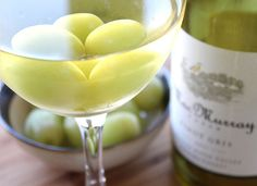 14 Life Hacks Every Girl Should Know   Chill White Wine with Frozen Grapes   DIY Home Organization Ideas