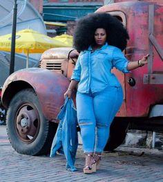 black women curves n combatboots Look Plus Size, Plus Size Girls, Plus Size Women, Plus Size Fashion For Women, Black Women Fashion, Curvy Women Fashion, Womens Fashion, Plus Sise, Casual Wear Women