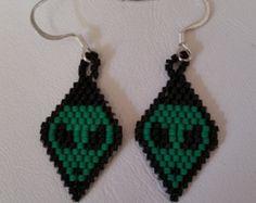 Native American Beaded Crescent Moon Earrings door ChahtaJewelry