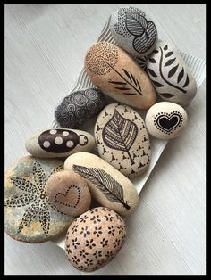 Hand painted stone art from Ibiza. Visit Etsy shop for more original art works. Pebble Painting, Pebble Art, Stone Painting, Stone Crafts, Rock Crafts, Arts And Crafts, Rock Painting Patterns, Rock Painting Designs, Pebble Stone