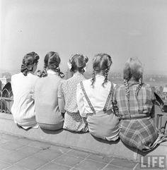 Alfred Eisenstaedt: College Fashions. 1941