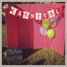 How to make a photo booth party time DIY carnival theme @Hobby Parent : Artist-Coach Parent Lobby