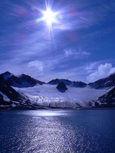 The sun above Magdalenefjorden, a beautiful fjord in Svalbard Archipelago (by Giorgio Ghezzi).