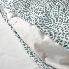 TRÄDKRASSULA Funda nórdica y 2 fundas almohada - blanco/azul - IKEA Best Bedding Sets, Cotton Bedding Sets, Bed Linen Sets, Linen Duvet, Ikea Duvet Cover, Comforter Cover, Queen Size Duvet Covers, Ikea Family, Queen Size Quilt