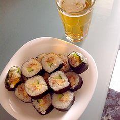 外国の方のお口に合うか心配だったけど喜んでいただきました - 12件のもぐもぐ - BBQをご招待いただいたお礼に巻き寿司を作った。乏しい材料だったけど頑張りましたよん by akemialexa6w5