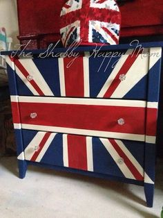 This Union Jack dresser was beautifully painted by Rebecca of The Shabby Happy Mom using Napoleonic Blue, Emperor's Silk & Old White Chalk Paint® decorative paint by Annie Sloan! It's on display at Big White Goose Barn House, a stockist in Oregon City, OR!