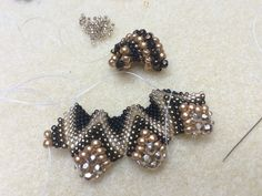 Peyote stitch beading with different sized beads