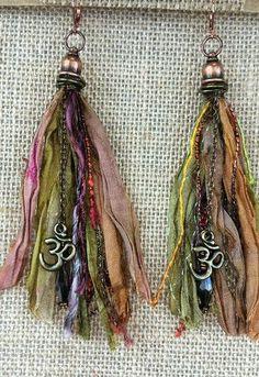 Ribbon Jewelry, Tassel Jewelry, Gypsy Jewelry, Textile Jewelry, Fabric Jewelry, Jewelry Crafts, Jewelry Art, Beaded Jewelry, Handmade Jewelry