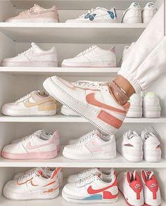 Cute Nike Shoes, Cute Nikes, Nike Air Shoes, Jordan Shoes Girls, Girls Shoes, Souliers Nike, Sneakers Fashion, Fashion Shoes, White Shoes Outfit Sneakers