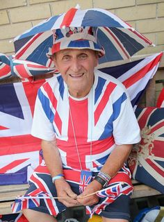 Terry Hutt, 78, has been camping on a bench outside the Lindo Wing of St Mary's in Paddinton, central London in anticipation of the Duchess's due date. Nurses from St. Mary's have been bringing him porridge for breakfast every morning, and Terry says he was also being looked after by police and other passers-by.