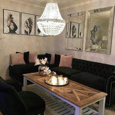#Laserenaloungesofa hos #Repost @frusvensrud   I like IT a lot  #sofa #sortvelour #sølvnagler #classicliving #style #styling #stue #livingroom #livingroomdetails #classichome #classyhomes #velour #interørinspirasjon #inspohome #interior #interiør #interior4all #inspo