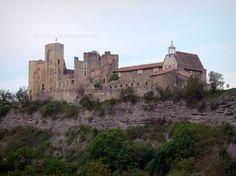 Tallard: Castello medievale su uno sperone roccioso con la sua cappella in stile tardo gotico - France-Voyage.com