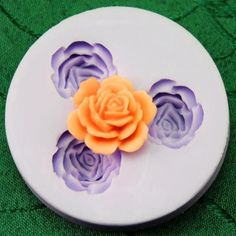 With our reusable rose flower silicone mold, you can create beautiful flowers for pendants or hair pieces. The flexible silicone allows you to use the mold dozens of time. Each rose casting will measu