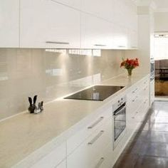 glass splashback colours: like that range hood does nottake up room and cupboards for storage Kitchen Handles, Kitchen Cupboards, Kitchen Tiles, Kitchen Splashback Ideas, Glass Splashbacks For Kitchens, Coloured Glass Splashbacks, Glass Backsplash Kitchen, Cabinets, Kitchen Furniture