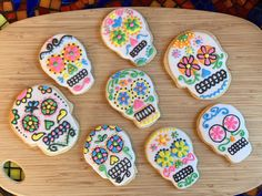Royal icing day of the dead sugar cookies Davids Cookies, Day Of The Dead, Royal Icing, Sugar Cookies, Desserts, Food, Day Of Dead, Tailgate Desserts, Deserts