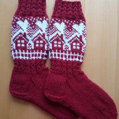 Mökkisukkien kuvio | Kodin Kuvalehti Crochet Socks, Diy Crochet, Knitting Socks, Wool Socks, Cotton Socks, Christmas Knitting Patterns, Fair Isle Knitting, Knitting Charts, Mittens