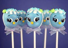 A moda dos cake pops, ou bolinhos no palito tem conquistado quem já experimentou da ideia. Excelente opção para festinhas infantis, casamentos, lembrancinhas de recém-nascidos, dentre outros. Para inspirar, deixei uma receita básica e selecionei 50 Ideias de Cake Pops, confiram: >>http://www.gemelares.com.br/2013/07/cake-pops.html
