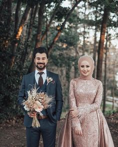 Terrific message to read based upon Wedding Photoshoot Hijabi Wedding, Muslim Wedding Gown, Wedding Hijab Styles, Muslimah Wedding Dress, Muslim Wedding Dresses, Muslim Brides, Muslim Couples, Wedding Gowns, Pre Wedding Poses