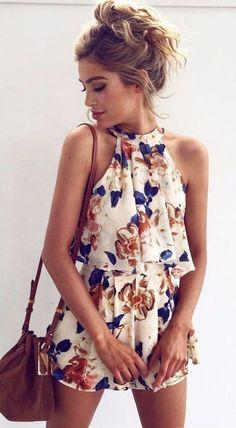 Idée et inspiration look d'été tendance 2017 Image Description floral playsuit: summer outfit idea