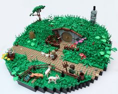 There's nothing like a massive LEGO diorama to prove that you've arrived as a LEGO builder. The LEGO dioramas we feature here span everything from realistic medieval castles to scenes from World War II, and more than a few post-apocalyptic wastelands. Lego Le Hobbit, O Hobbit, Hobbit Hole, Lego Film, Lego Design, Lego Ninjago, Chateau Lego, La Grande Aventure Lego, Niklas