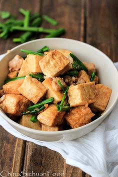 TOFU STIR FRY WITH MINCED PORK  ==INGREDIENTS== 1 box  regular firm tofu, 1 small bunch  chives, 2T vegetable oil , 1 garlic clove, 1 inch root ginger, 1c  minced pork, 2t light soy sauce , 2T water or stock, 1t salt, Pinch  black pepper powder, 1/2T cooking wine, 1t starch  ==============